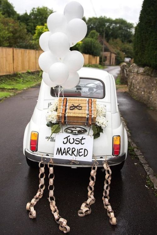 Simple Wedding Car Decoration Ideas With White Balloons