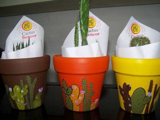 Hermosas macetas de barro pintadas a mano con cactus - Como pintar azulejos a mano ...