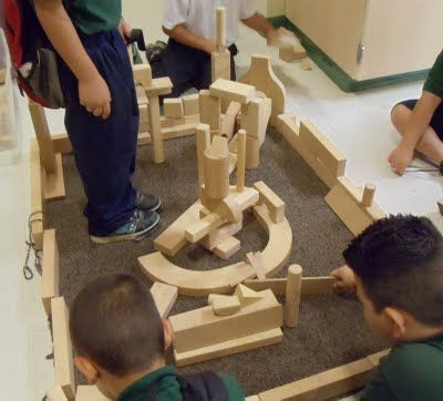 Hands, Head 'n Heart in the Artroom: 3D Building Blocks