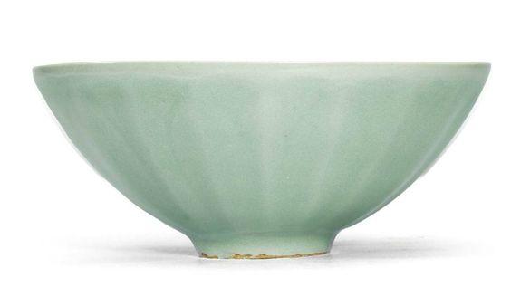 A small Longquan celadon 'Lotus petal' bowl, Southern Song dynasty (1127-1279)