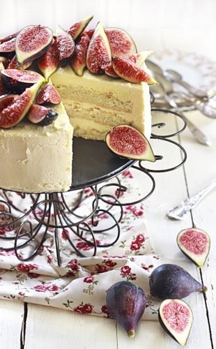 Almond cake with honey mascarpone icing and figs