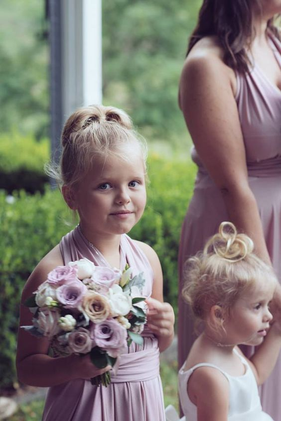 In this photo of Joanne's junior bridesmaid in her @goddessbynature Signature Mini Dress in the Dust Me Pink colour, looking beautiful with her gorgeous bouquet.