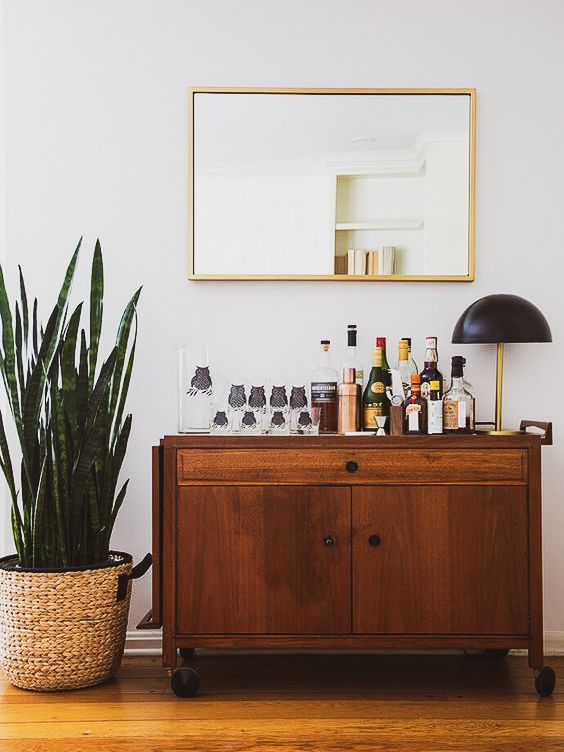 If You Re Wondering How To Give A Mid Century Look To Your Home Bar Then We Have The Answer For You Www Barst Haus Deko Vintage Einrichtungen Wohnzimmer Bar