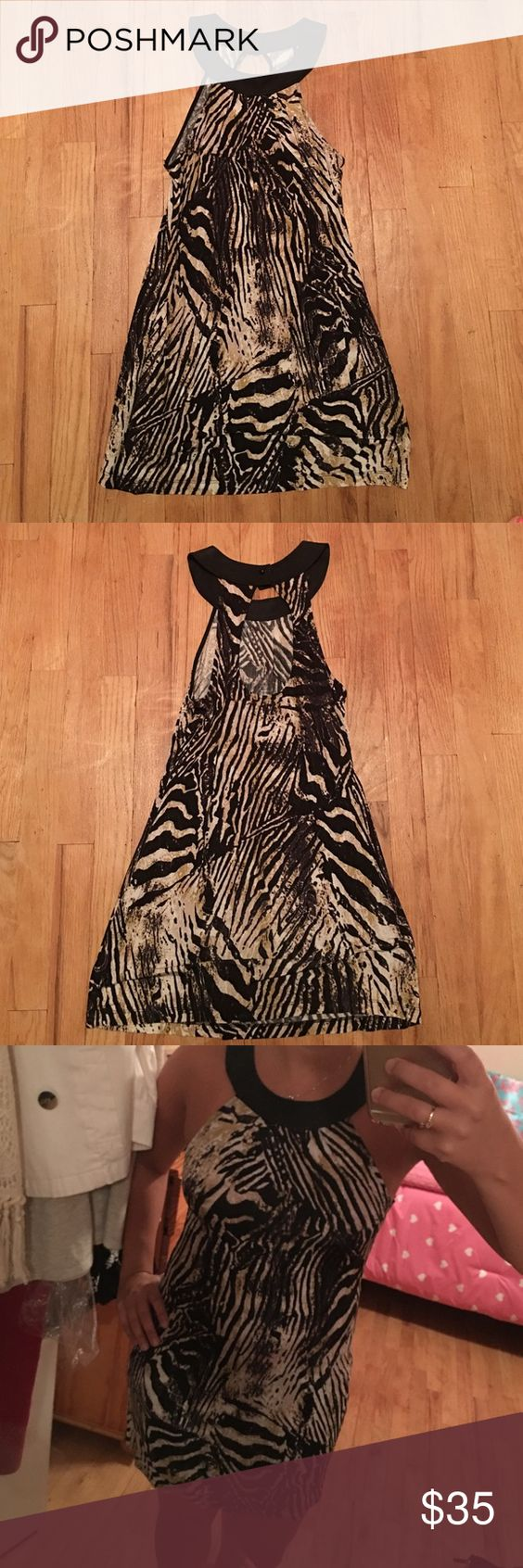 Animal Print Mini Dress 🐯 GUESS Animal Print mini dress/tunic. Is bet short can be worn with leggings as well. Size small. Stretchy thin fabric. Worn once. Guess Dresses Mini