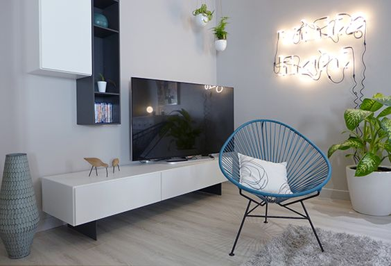 un coin tv pur et a rien meuble tv avec partie basse pos e au sol et deux rangements pureaux. Black Bedroom Furniture Sets. Home Design Ideas