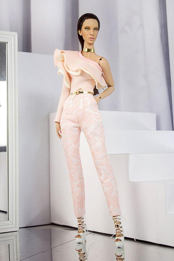 DeMuse Doll 16 inches fashion doll: