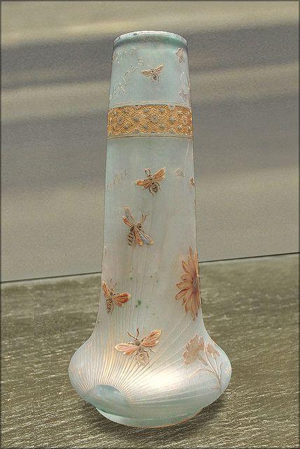 """DAUM - """"Bouquet de marguerites"""" Vase (Musée des Beaux-arts de Lorraine)"""