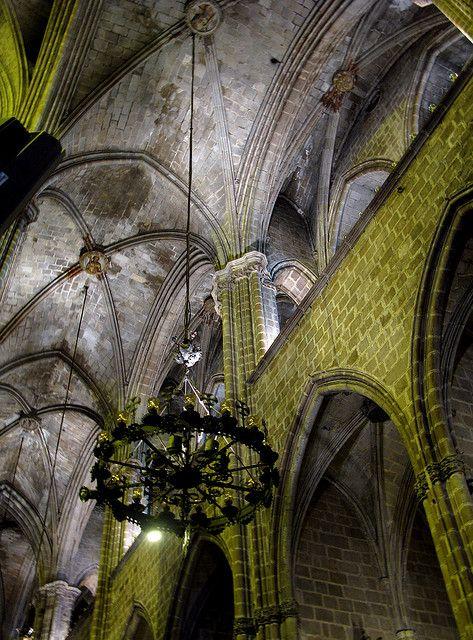 catedral de barcelona, las tres naves tienen prácticamente la misma altura.