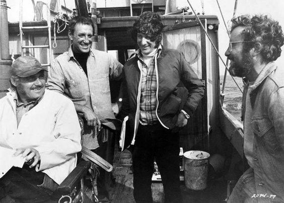 Steven Spielberg, Roy Schneider, Richard Dreyfuss en Robert Shaw op de Orca voor de film Jaws