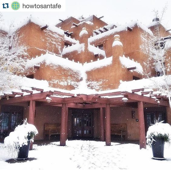 #Repost @howtosantafe  Snow covered adobe gives us goosebumps!! What's your favorite spot in the winter time?  Loving this amazing photo by @cityofsantafe of the @innatloretto!  Keep tagging #howtosantafe to be featured! #cityofsantafe #InnAndSpaAtLoretto #snow #puebloarchitecture #SantaFe #SantaFeNM #TheCityDifferent by fx_cordero