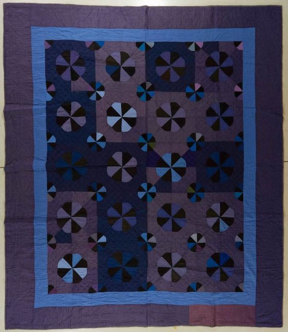 AMERICAN AMISH PIECED QUILT circa 20th c