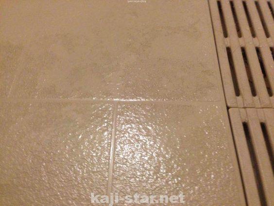 お風呂の床掃除 黒ずみ 茶色 黄ばみ 水垢 汚れの4つの落とし方 シール 剥がし 床掃除 風呂そうじ