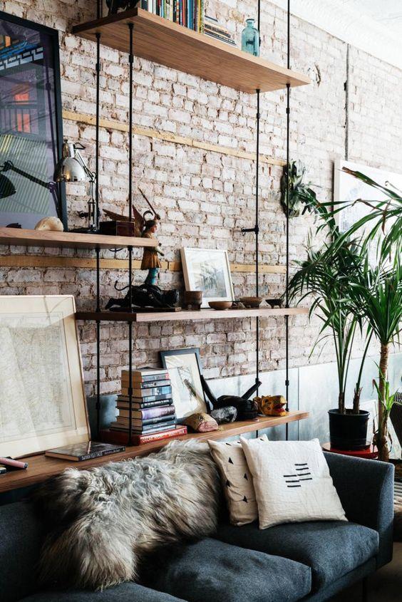 Eles podem reduzir o custo da reforma, trazer um ar industrial ao apartamento, ou deixar os ambientes com um estilo naked: