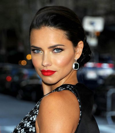 Get Adriana Lima's Defined Eyes And Red Lips From The Met Gala 2016