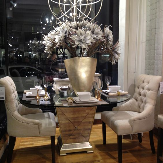 Lovely dining set for an apartment!