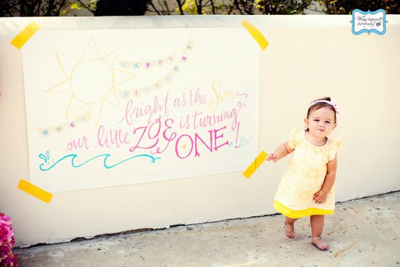 Love this bright and yellow themed birthday party!