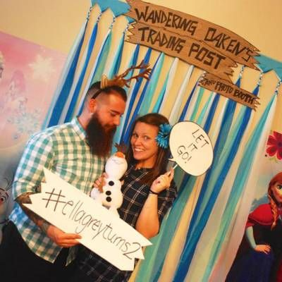 Frozen Photo Booth! See blog for more Frozen Birthday ideas! #frozen #birthday