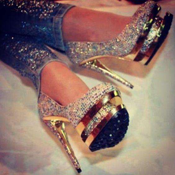 #heelsoftheday #heelstagram #whatiwore #fblogger #heels #fashionblogger #lookoftheday #styleoftheday #stylediaries #styleblogger #streetstyle #styleblogger #streetfashion #love #ootd #wiw #standout #makeastatement #newhighheels