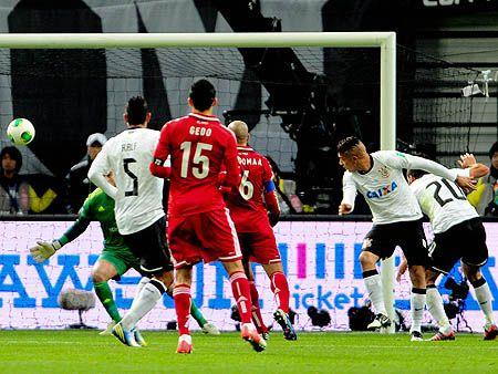Corinthians supera nervosismo, vence Al Ahly e vai à final do Mundial de Clubes http://r7.com/dssz