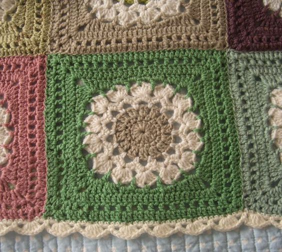 Beautifully done blanket with scalloped edging.  Flower burst square pattern here ~http://www.yarncrazy.com/flower-burst  #crochet #square #flower #motif