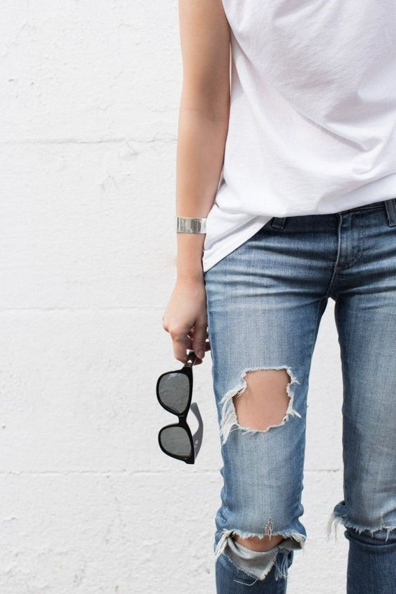denim love / White tee's / Ripped Knees: