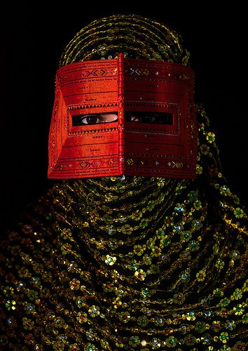 a bandari woman wearing a traditional mask called the burqa, Hormozgan, Minab, Iran | da Eric Lafforgue: