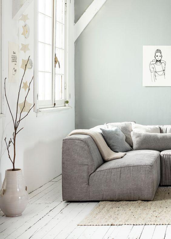 goeie kleur op de muur mooi bij wit en zacht grijs white grey and light interior living