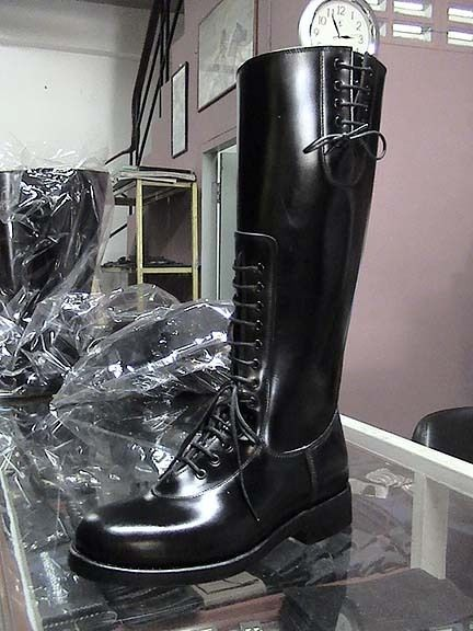 biker boots motors and lace on pinterest. Black Bedroom Furniture Sets. Home Design Ideas