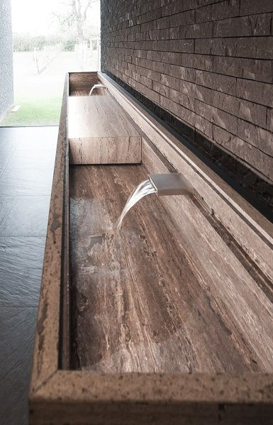 Tijdloze wastafel in restaurant Hertog Jan - ontwerp van Tommy Van den Brandt en natuursteen van Potier Stone