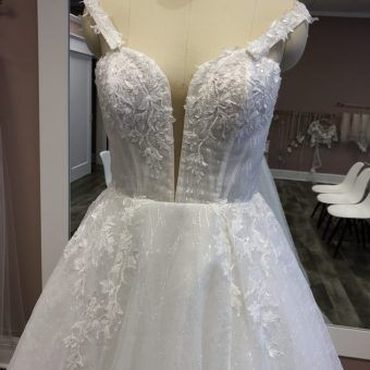 Wedding Dresses Bridal Gowns Wedding Resale Budget Wedding Dresses Budget Wedding Wedding Planning On A B Wedding Dresses Bridal Dresses Bridal Gowns