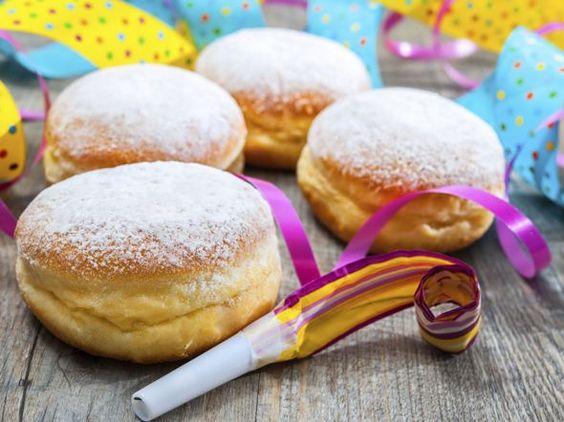 Leckere Karnevalskrapfen mit Marmelade gefüllt