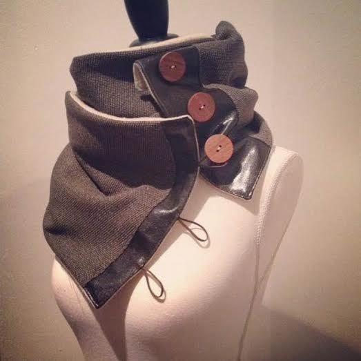 Snood homme kaki doublé polaire avec empiècements simili cuir et boutons en bois / fait main !