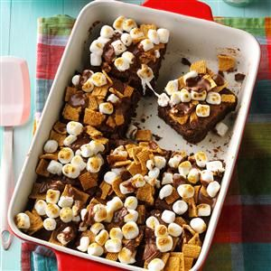30 Desserts Made in a 13x9 Pan                     -                                                   Crowd-sized chocolate sheet cakes, apple crisp, strawberry pretzel desserts, peanut butter bars and more recipes are perfect for potlucks when made in a 13x9 pan.