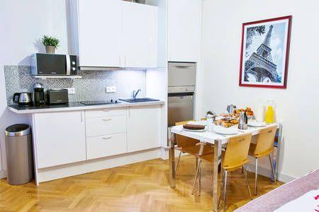 Confira esse anúncio incrível no Airbnb: Apartment in Le Marais em Paris