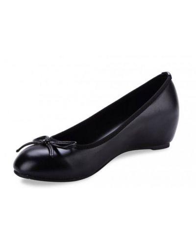 Ballerine compensée de 4 cm , très léger fabriqué en matière simili-cuir. Vous aimez être légère nous vous le conseillons.