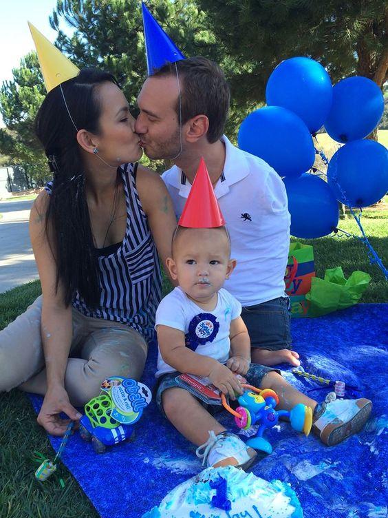 Nick Vujicic and his family :)