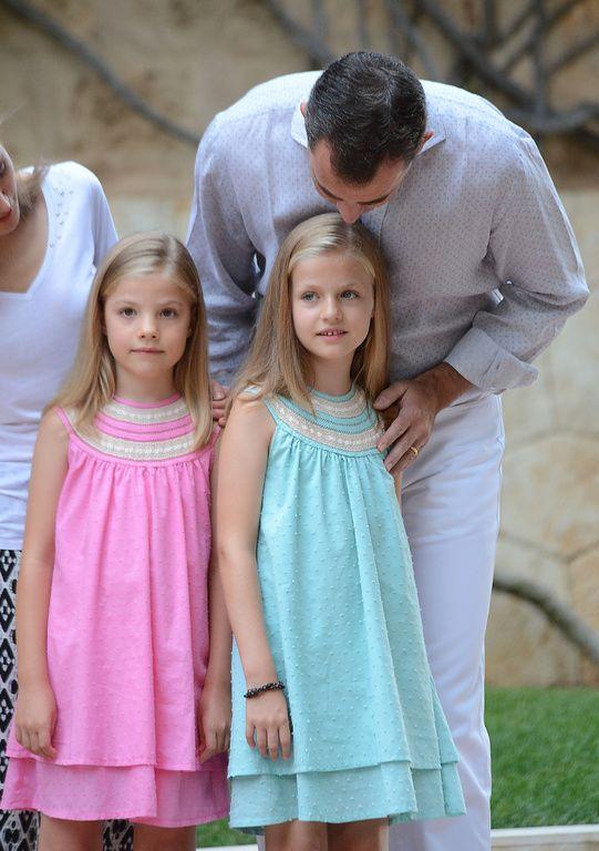 Le roi Felipe VI et ses filles lors de leurs vacances à Palma de Majorque en Espagne le 5 août 2014