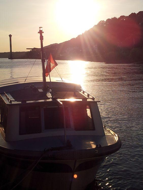 Foto vom Sonnenuntergang in Hamburg mit Schiff