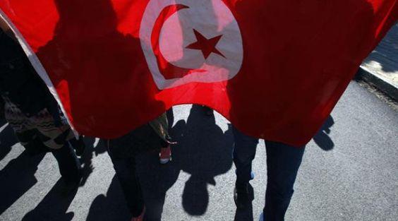 VIDEO. Tunisie: Au moins 14 morts dans une explosion à bord d'un bus de la garde présidentielle https://plus.google.com/+Petitbuzz/posts/NcqmHyvpKJY