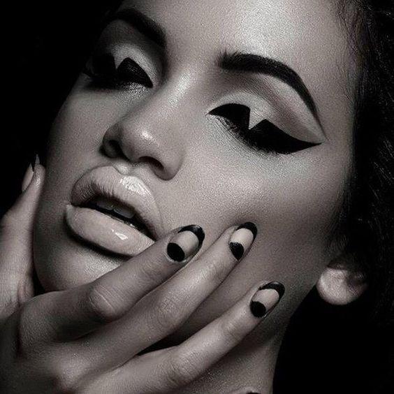 """Makeup inspiration  Shapes⚫️⬜️⬛️⚪️"""