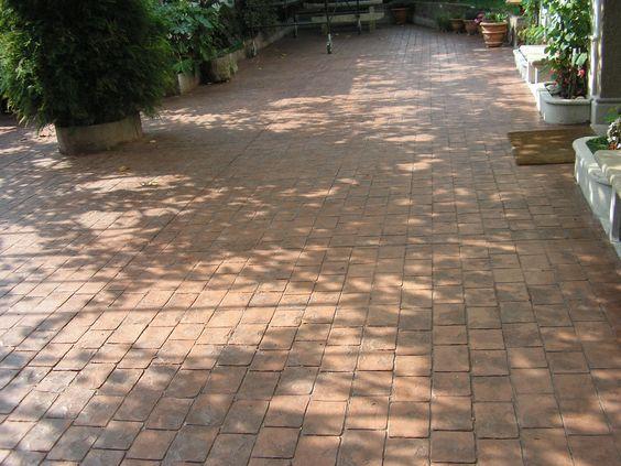 Porche de vivienda con pavimento de bajo espesor con ankare tian corcho envejecido y textura - Pavimento de corcho ...