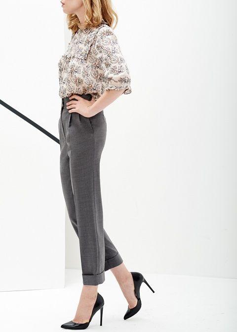 Pantalon de costume Cacharel disponible ici : http://www.lhabibliotheque.com/fr/product/designers/pantalon-facon-costume