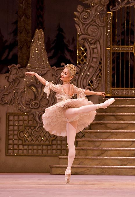 "Miyako Yoshida in Sir Peter Wright's ""The Nutcracker""  http://www.ballet.co.uk/images/rb/jp-nutcracker-miyako-yoshida-pointe-look-back_680.jpg"