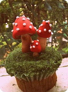 Fondant Tutorial: Woodland Toadstools