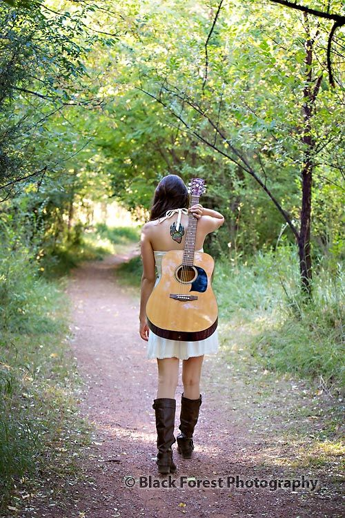 Girls senior photos with guitar Colorado Springs, Colorado by Black Forest Photography http://www.blackforestphoto.com Outdoor fall senior photo shoot at Rock Ledge Ranch #seniorpictures #girlsseniorphotos #seniorphotoshoot #highschoolseniorphotographer #coloradospringshighschoolseniorphotographer