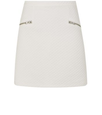 """Switch a casual bodycon for a more sophisticated silhouette this season, with this white A-line mini skirt. Add a block colour crop top and heels.- Mini length- Quilted finish- Zip back fastening- Silver zip pockets- Fitted waist- Model is 5'8""""/176cm and wears UK 10/EU 38/US 6"""
