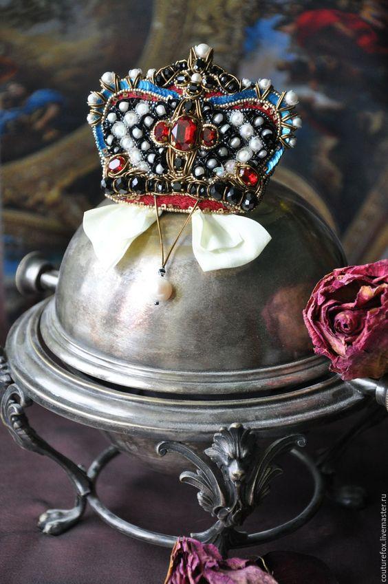 """Купить Брошь-кулон """"Королева Марго"""" - корона, брошь-корона, вышитая корона, дизайнерская брошь"""