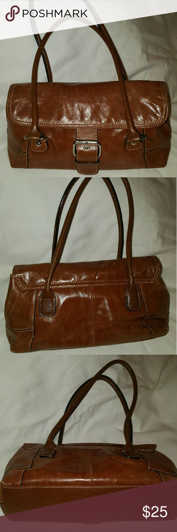 Giani Bernini women's shoulder Satchel / Handbag This is a pre-owed condition Giani Bernini women's Satchel Handbag / purse / bag brown Leather Size Medium  This bag is in great uesed condition.   ***please examine all the photos of the item carefully  to determine if the item is in satisfactory condition to your personal standards. Supersize the photo and study the photos in detail.  The photos provided form part of the item description and condition.  The photos in the listing is of the…