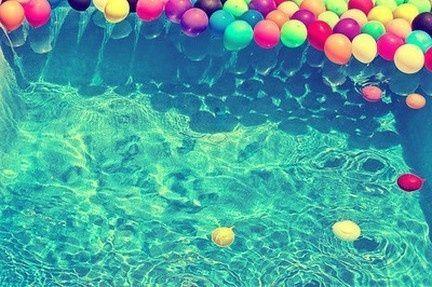 luftballons im wasser