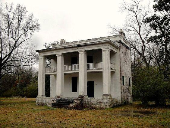 Forgotten Farmhouse by Blacksmith369, via Flickr